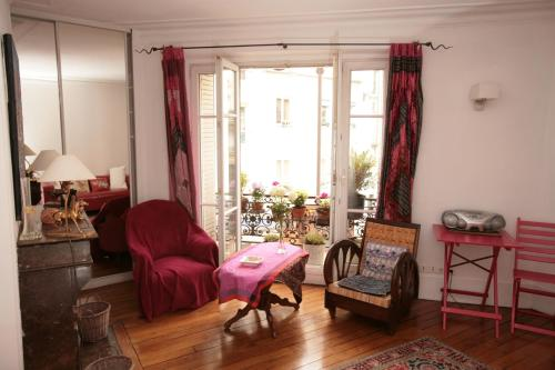 Cozy Parisian 1 Bedroom (365)