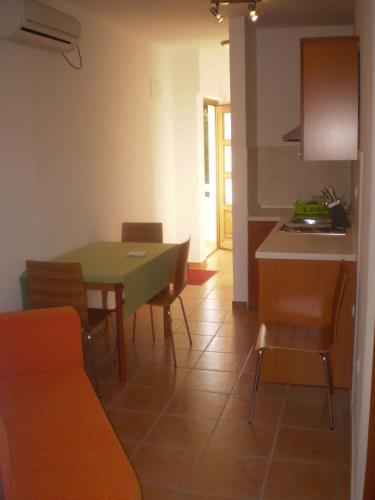 Appartement mit Balkon (Apartment with Balcony)