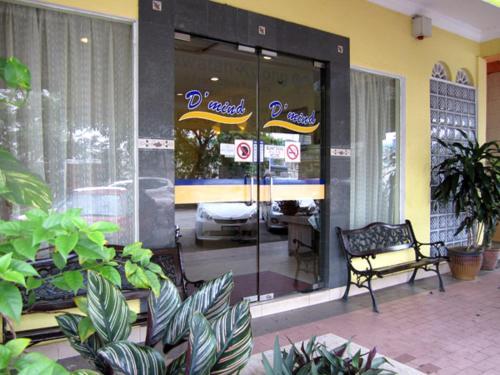 Отель Sun Inns Hotel D'Mind Seri Kembangan 2 звезды Малайзия