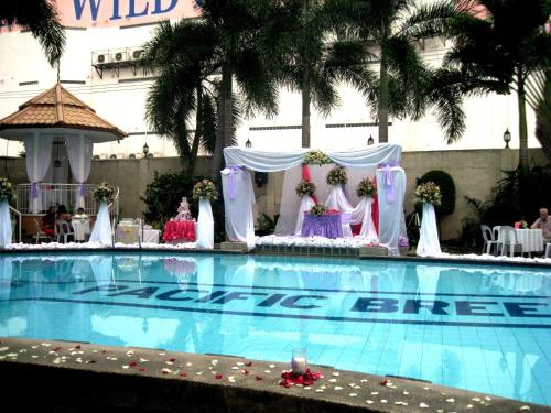 Pacific Breeze Hotel and Resort, Angeles