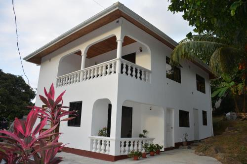 E&E Self Catering front view