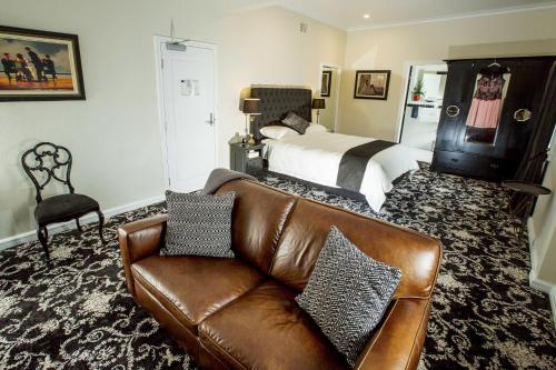 Premier Queen Suite with Separate Lounge