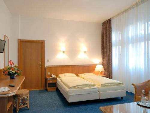 Hotel und Rasthof AVUS photo 2