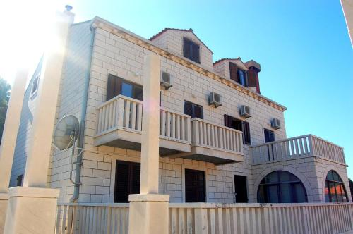 Apartments and Rooms Villa Mir