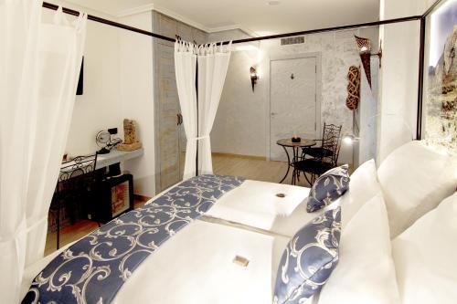 Triple Room with Balcony-Sierra de Cabezón de Oro Boutique Hotel Sierra de Alicante 2