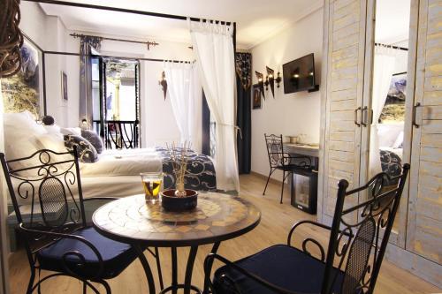 Triple Room with Balcony-Sierra de Cabezón de Oro Boutique Hotel Sierra de Alicante 3