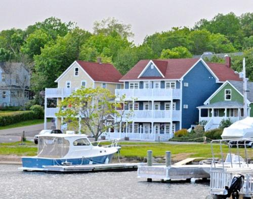 Picture of The Water's Edge Inn & Gallery