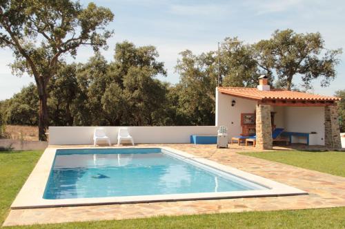 Monte azul casas de campo do junqueirinho book online for Casa de campo pequena con piscina