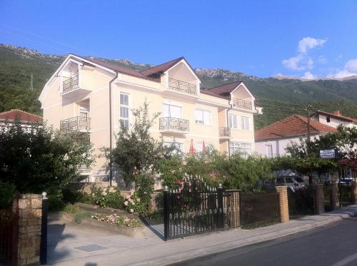 Guest House Lokoski front view