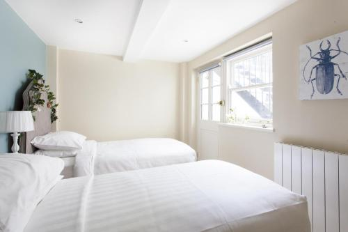 Two-Bedroom Apartment - Redcliffe Square VI