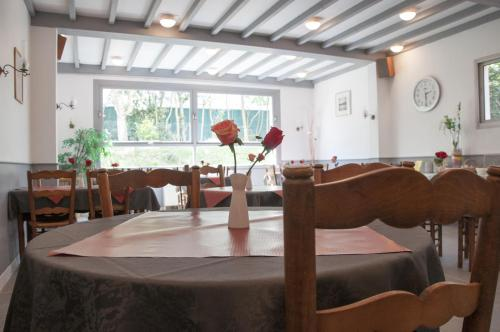 Le pavillon bleu hotel restaurant h tel 12 all e des for Royan appart hotel