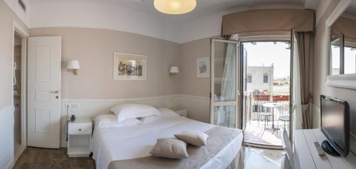 Hotel Modigliani - 1 of 44