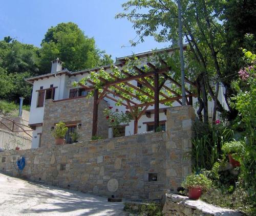 Guesthouse Choreutra - Mouresi Greece