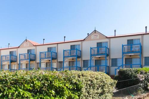 Amos House & Swansea Ocean Villas