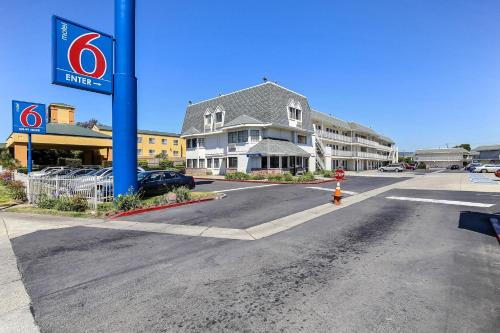 Picture of Motel 6 Oakland Airport