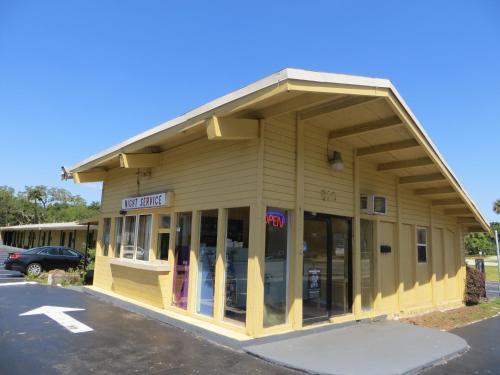 Royal Inn FL, 32114