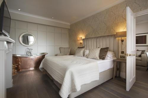 Royal Wells Hotel - 4 of 33