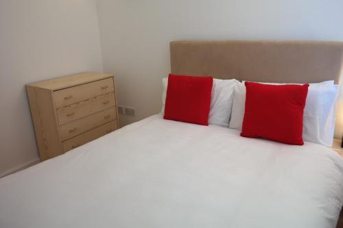 London Winx Apartment - Photo 4 of 30