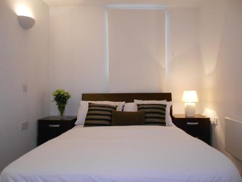 London Winx Apartment - Photo 3 of 30
