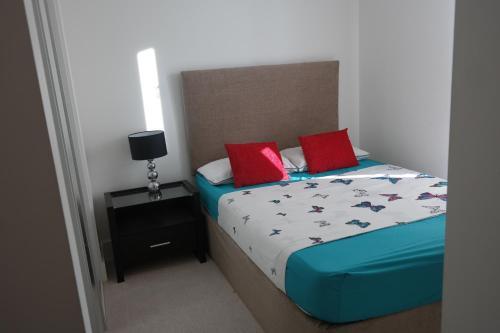 London Winx Apartment - Photo 2 of 30