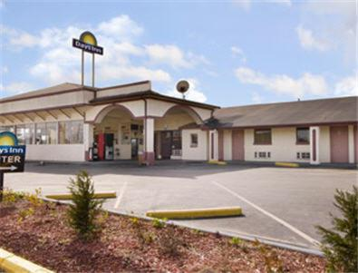 Photo of Days Inn Calera Hotel Bed and Breakfast Accommodation in Calera Alabama