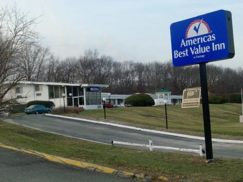 Photo of America's Best Value Inn Smithtown/Long Island Hotel Bed and Breakfast Accommodation in Smithtown New York