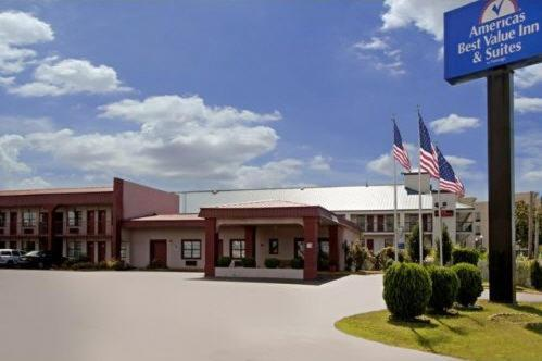 Photo of Americas Best Value Inn - Canton Hotel Bed and Breakfast Accommodation in Canton Mississippi