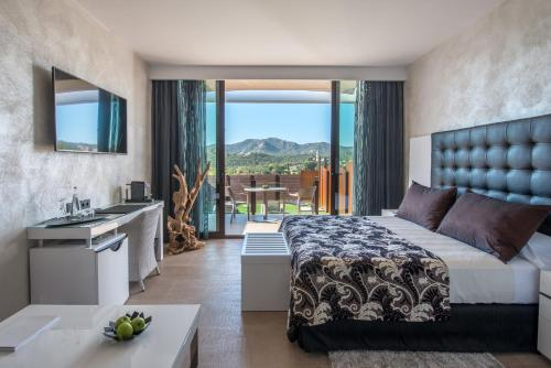Suite with Jacuzzi® and Private Garden Mas Tapiolas Suites Natura 1