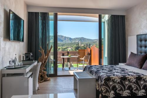 Suite with Jacuzzi® and Private Garden Mas Tapiolas Suites Natura 7