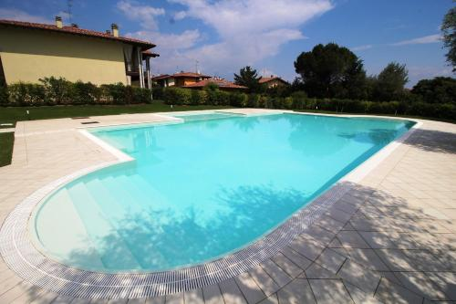 foto Residence con piscina Borgo San Michele (Padenghe sul Garda)
