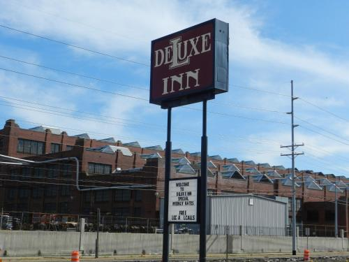 Deluxe Inn KY, 42001