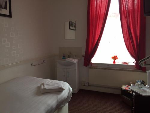 Theatre Hotel Guest House - Photo 7 of 50