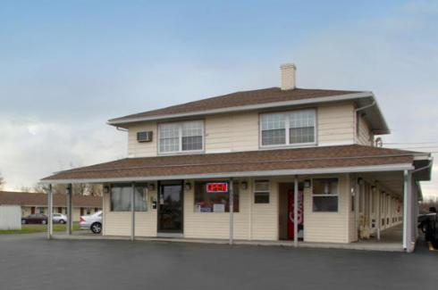 Photo of Americas Best Value Inn Farmington Hotel Bed and Breakfast Accommodation in Farmington New York