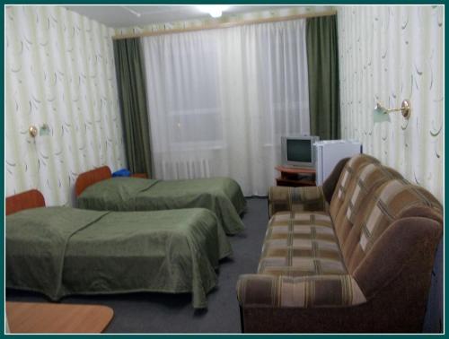 Гостиница Новый Континент Стандартный номер с 2 односпальными кроватями и диваном