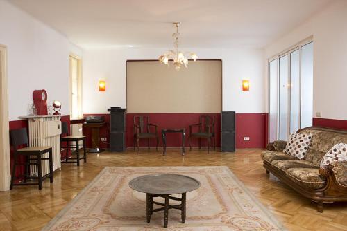 Отель Red Bed & Breakfast 2 звезды Болгария