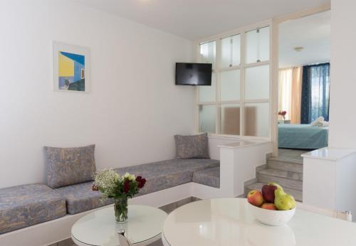 Markakis Apartments