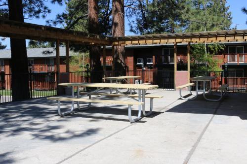 Bluelake Inn at Tahoe