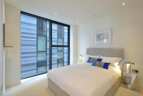 Q-Suites front view