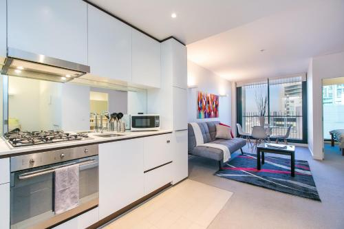 COMPLETE HOST St Kilda Rd Apartments