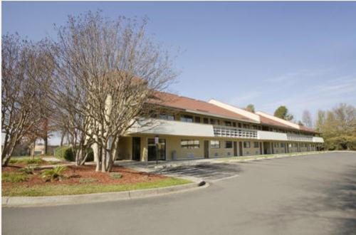 Picture of Travel Inn - Charlotte