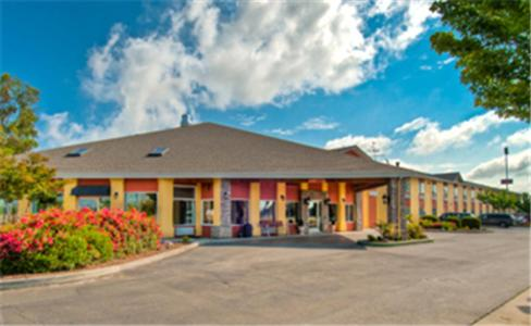 Photo of Best Western PLUS Corning Inn Hotel Bed and Breakfast Accommodation in Corning California