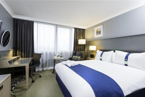 Stay at Holiday Inn - Glasgow Airport