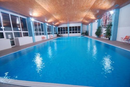Swimming pool Hotel Jantar