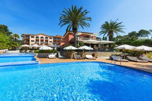 Habitación Triple Superior con vistas al mar (2 adultos + 1 niño)  Hotel & Spa Cala del Pi 5