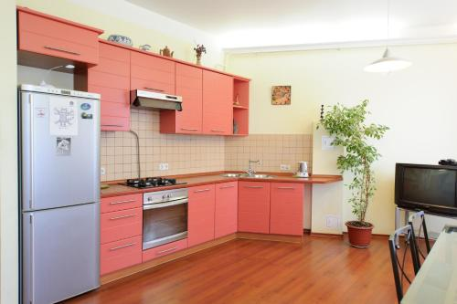 One-Bedroom Apartment - Gruzinskiy Val 26
