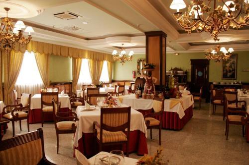 Hotel Infanta Cristina 36