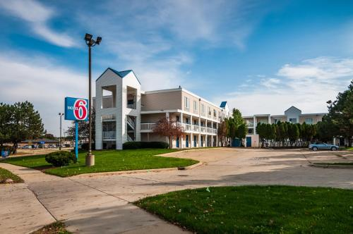 Motel 6 Normal IL, 61761