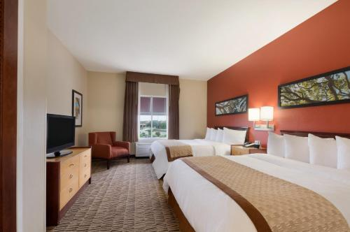 Two-Room Queen Suite with Two Queen Beds - Disability Access/Non-Smoking