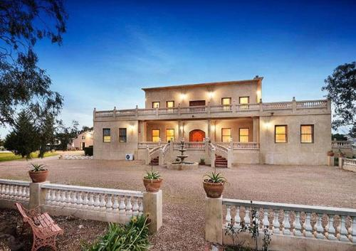 Villa Tuscany Melbourne front view