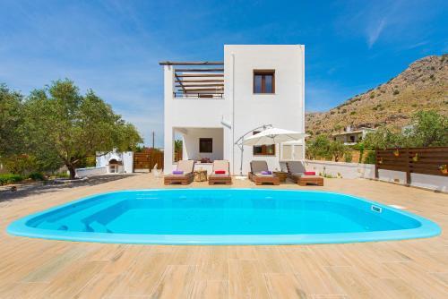 Click Here to go to Melfe Villa